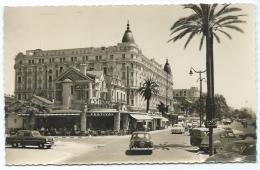 """CPSM CANNES, LE """" FESTIVAL """" ET LE """" CARLTON """", AUTOS VOITURES ANCIENNES, 9 Cm Sur 14 Cm Environ, ALPES MARITIMES 06 - Cannes"""