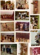 Lot De 14 Photos Couleurs Originales Cadre Blanc - Année 1963 à 70 - Famille, Chien, Mode, Pin-up 60's, Radio Portative - Persone Anonimi