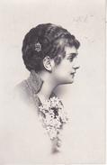 AK Künstlerkarte - Frau Mit Kurzen Haaren, Haarspange Und Blumen - 1917  (28094) - Frauen