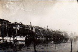Ancienne Petite Photo Originale D'un Port De Pêche à Identifier Avec Piquets - Bateaux