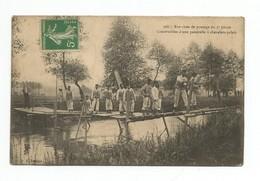 Belle CPA Exercices De Pontage Du 3e Génie. Construction D'une Passerelle à Chevalets-palets, N°366, Voyagée 1913 Animée - Manoeuvres