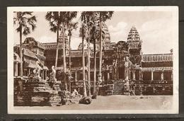 NOTRE FRANCE LOINTAINE CAMBODGE ANGKOR VATH. UN COIN DU PERRON CRUCIAL - Éd. FLEURY - NON CIRCULÉE - 2 Scans - - Cambodge