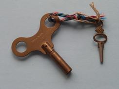Sleutel Voor Klok / Horloge ( Swiss Made 3,75 ) With Small Key N° 9 ( Metal CU - Zie Foto Details ) !! - Bells