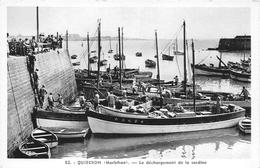 56-QUIBERON- LE DECHARGEMENT DE LA SARDINE - Quiberon