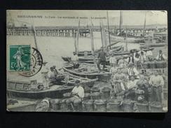 AIGUILLON-SUR-MER LA FAUTE LES MARCHANDS DE MOULES LA PASSERELLE ANIMEE 1909 - France