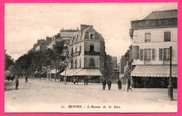 Rennes - L'Avenue De La Gare - Animée - Café Malnuit - Vichy Celestins - ARTAUD ET NOZAIS - 1920 - Rennes