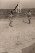 Photo Originale Plage & Maillot De Bain - Le Toboggan De Glissade En Mer & Volley Ball En 1964 - Objects