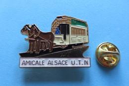 Pin's, Amicale Alsace U.T.N, Wagon Avec Chevaux De Trait - Transportation