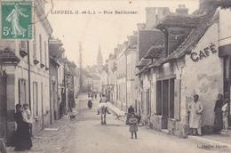 37 LIGUEIL. CPA TRES RARE.  ANIMATION RUE BALTHAZARD. ANNÉE 1908 - France
