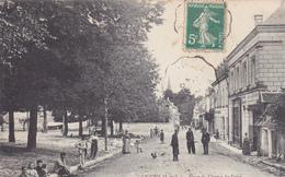 37 LIGUEIL. CPA RARE.  ANIMATION PLACE DU CHAMP DE FOIRE. ANNÉE 1908 - France