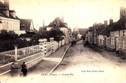 89 . Yonne :  Héry : Grande Rue .