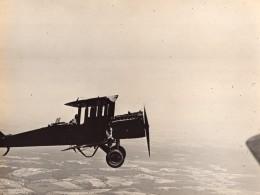 USA Aviation Militaire US Navy Biplan En Vol Homme Assis Sur Aile Ancienne Photo 1920's