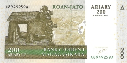 MADAGASCAR   200 Ariary   2004   Sign.5   P. 87a   UNC - Madagascar