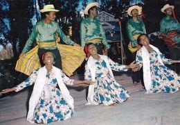 1 AK Madagaskar * Tänzerinnen Und Tänzer - HOA-QUI Karte - Madagaskar