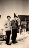 """Photo Originale 2 Pin-up En Tenues De Ski """" Chez La Tante """" Le Mont D'Arbois En Mars 1955 à Megève - Pin-up"""