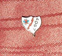 AD RAYO VALLECANO SPAIN ESPAÑA ORIGINAL VINTAGE PIN BADGE - Fútbol