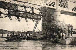 LA CATASTROPHE DES PONTS DE CE -49- TRAVAUX DE RELEVEMENT DES DEBRIS DU TRAIN - Les Ponts De Ce