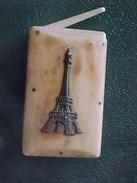 XIX° BOITE ETUI à ALLUMETTES  NOBLE MATIERE Souvenir TOUR EIFFEL ANTIQUE MATCHES BOX  Bone  , Ca 1890 - Boîtes/Coffrets