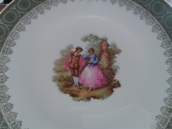 Assiette De Décoration Décor Fragonard En Porcelaine Fine - Plates