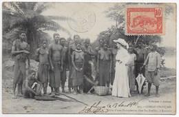 CPA * CONGO FRANCAIS VISITE D UNE EUROPEENNE CHEZ LES BATEKES A KOUNDA  ** RARE ** - Afrique