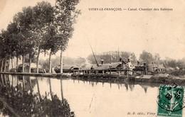 RARE - 51 - VITRY LE FRANCOIS - BATELLERIE - Le Chantier Des Bâteaux Sur Le Canal - Péniche - Vitry-le-François
