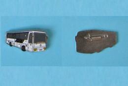 Broche épinglette Bus Renault - R1 - Transport