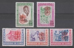 SERIE NEUVE DE GUINEE - ERADICATION DU PALUDISME N° Y&T 78 A 82 - Malattie
