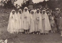 Photo Originale Albuminée Communiants & Communiantes Vers 1920/30 - La Photo De Groupe - Robes, Aubes, Costumes & Missel - Anonymous Persons