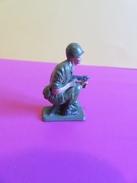 030 - Figurine Starlux - Soldat En Action Accroupi - Starlux