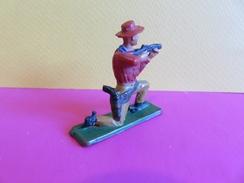 032 - Figurine Starlux - Cow Boy à La Carabine - Genou à Terre - Starlux
