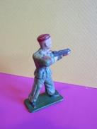 036 - Figurine Starlux - Soldat Parachutiste Debout En Action Avec Arme - Starlux