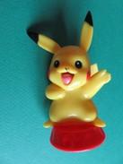 008 - Figurine Pikachu Sur Socle Rouge - Nintendo 2007 - Pokémon