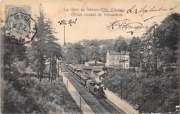 92-SEVRES- LA GARE DE SEVRES -VILLE D'AVRAY- TRAIN VENANT DE VERSAILLES - Sevres