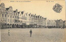 Arras - Un Côté De La Grand'Place, Petite Animation - Edition B. - Carte N° 2 - Arras