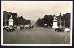 PARIS -AUTOS Années 1930 - Nombreux Modèles  Sur Avenue Des  Champs-Elysées -8° Paypal Sans Frais - Transport Urbain En Surface