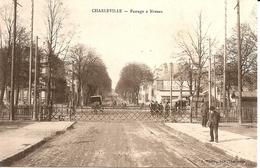 Charleville (Ardennes) - Passage à Niveau (rare) - Charleville