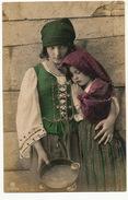 Tziganes Roms Manouches Bohemiens Gipsies Enfants Mendiants Beggars Paillettes Ajoutis Très Belle - Europe