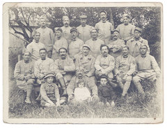 Photo Groupe De Soldats, Enfants Au 1er Plan - Guerre, Militaire