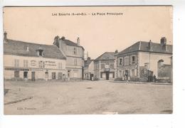 (n°452) CPA 78 LES ESSARTS La Place Principale ( Café Fayard _ Vins Liqueurs Duparc _ Coiffeur _ Cordonnerie )1919 - Les Essarts Le Roi