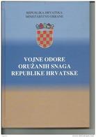CROATIA    --  BOOK  --  144 PAGES  --  CROATIAN ARMY  -  UNIFORMEN, RANKS  --  VOJNE ODORE OR. SNAGA REPUBLIKE HRVATSKE - Militaria