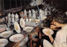 87 - Limoges - La Porcelaine - Reproduction D'une Assiette à La Main - Limoges