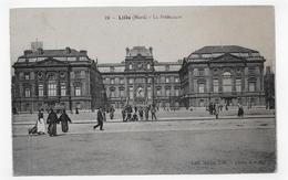 LILLE - N° 19 - LA PREFECTURE AVEC PERSONNAGES - CPA NON VOYAGEE - Lille
