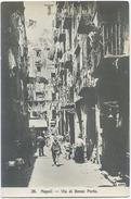1900 NAPOLI VIA DI BASSO PORTO ANIMATISSIMA VERA FOTOGRAFIA ED RAGOZZINO NUOVA SPLENDIDA (A899) - Napoli