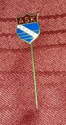 ATHLETIC CLUB SPLIT, ASK SPLIT CROATIA- ORIGINAL VINTAGE ENAMEL PIN BADGE - Athletics