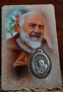 Padre Pio -Carte Plastifiée Et Médaille, Avec Prière En Néerlandais - Religion & Esotérisme