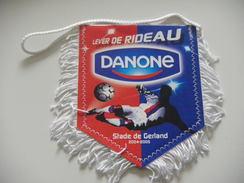Fanion Football - O LYON - GERLAND - RHONE - DANONE - Habillement, Souvenirs & Autres
