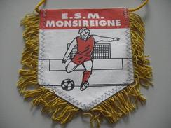 Fanion Football - ES MONSIREIGNE - VENDEE - Habillement, Souvenirs & Autres