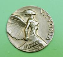 """Belle Et Curieuse ébauche De Jeton Ou Médaille En Laiton """" Victoria """" à Déterminer - Style Art Nouveau 1900 - Coppers"""