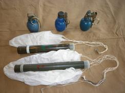 Lot Grenades Exercice + Fusees Eclairantes A Parachutes - Armes Neutralisées