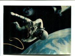 "Cp - Carte En 3D ""Visiorelief""  - PK 59 Walk In The Space - Cosmonaute - Cartes Postales"